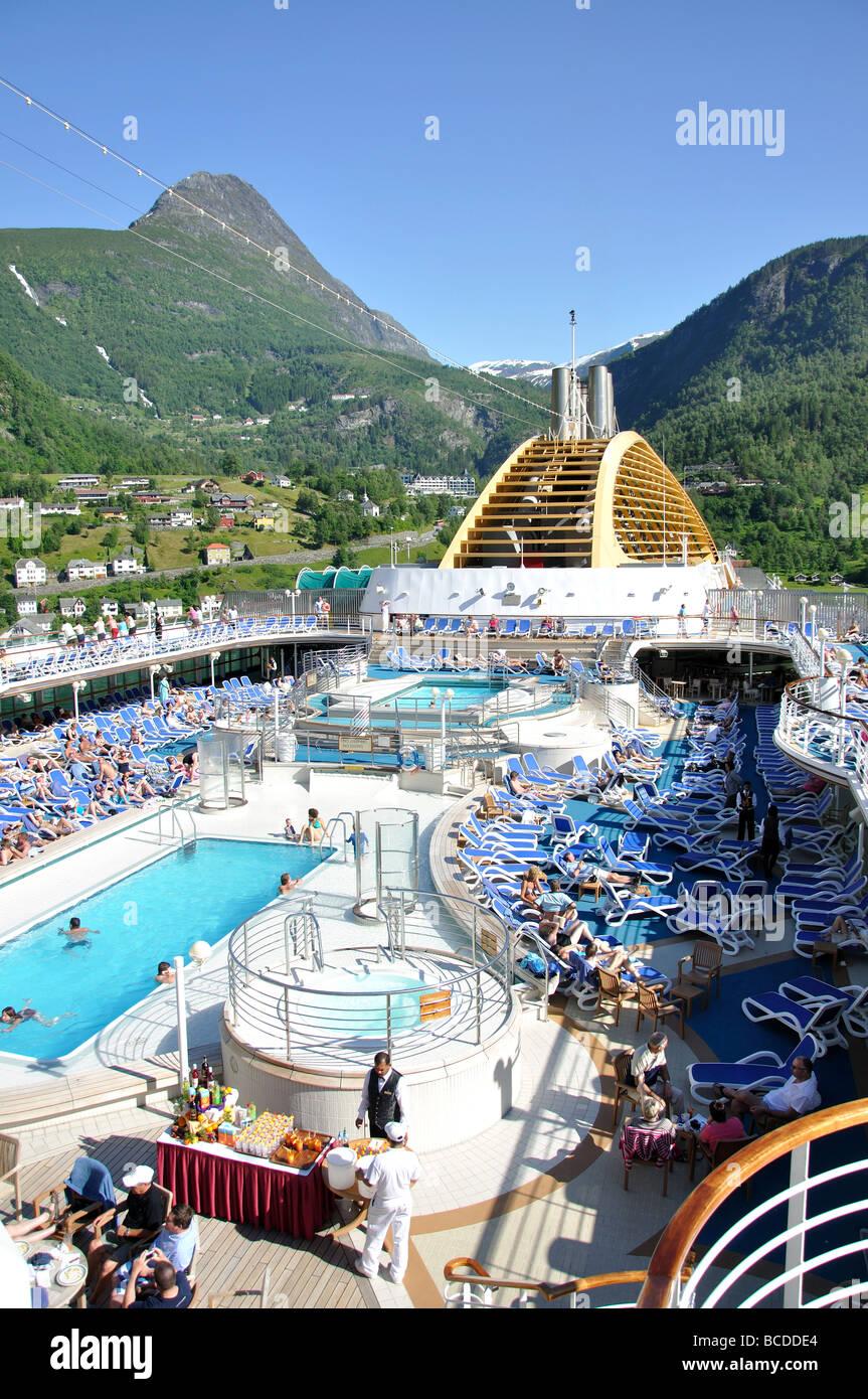 Ships upper deck stock photos ships upper deck stock images alamy bar waiter po oceana cruise ship geiranger geiranger fjord more og romsdal baanklon Images