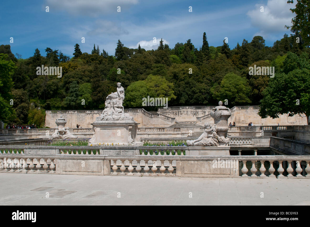 Jardin de la fontaine fountain garden nimes france stock for France jardin