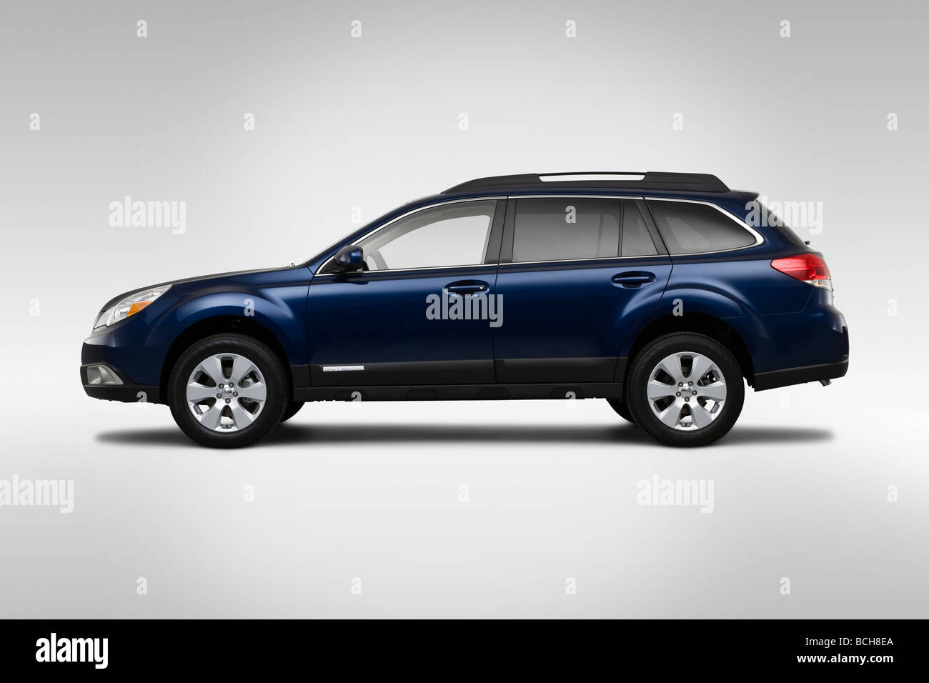 2010 subaru outback 25i limited in blue drivers side profile 2010 subaru outback 25i limited in blue drivers side profile vanachro Choice Image