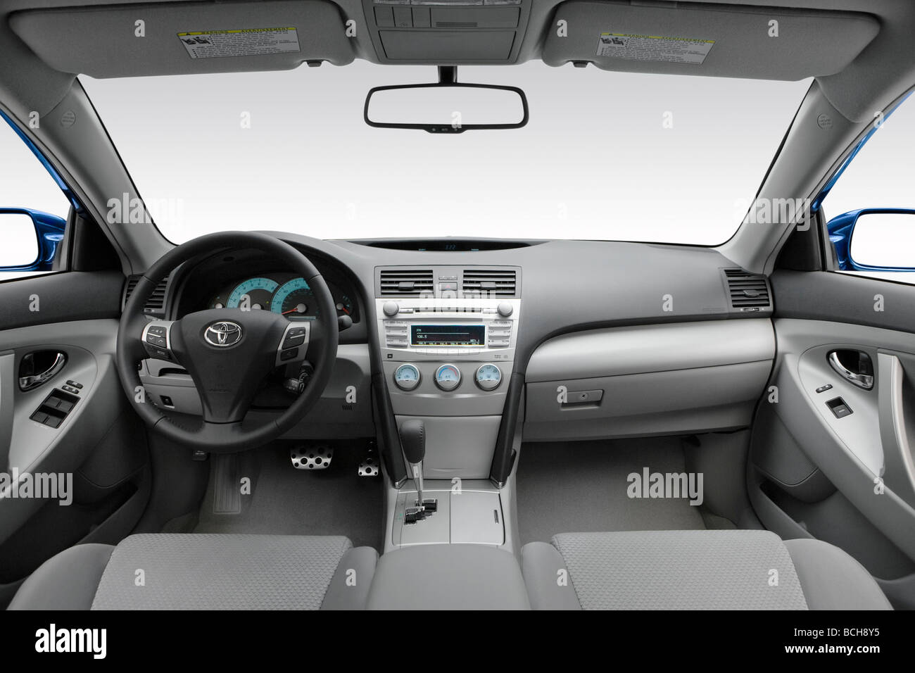 2010 toyota camry se in blue dashboard center console gear stock photo royalty free image. Black Bedroom Furniture Sets. Home Design Ideas