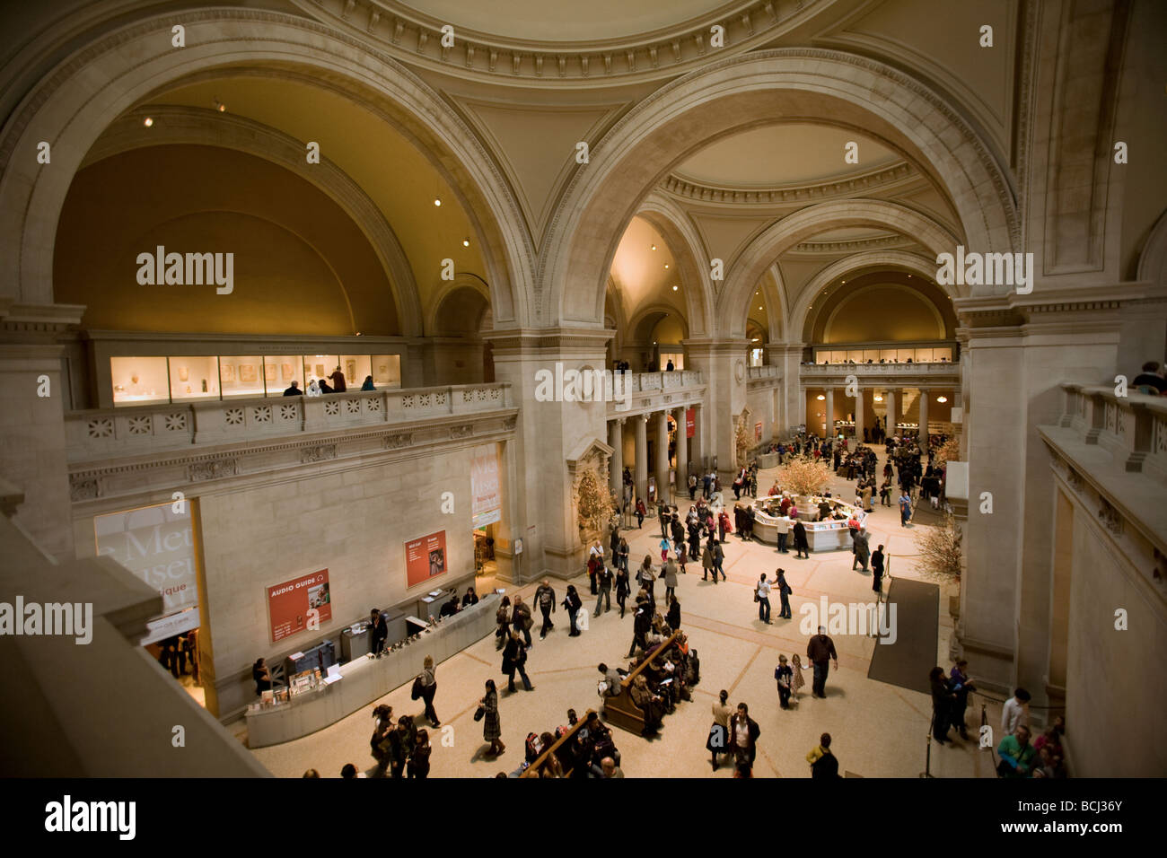 Main entry hall at the metropolitan museum of art in new for Metropolitan museum of art in new york