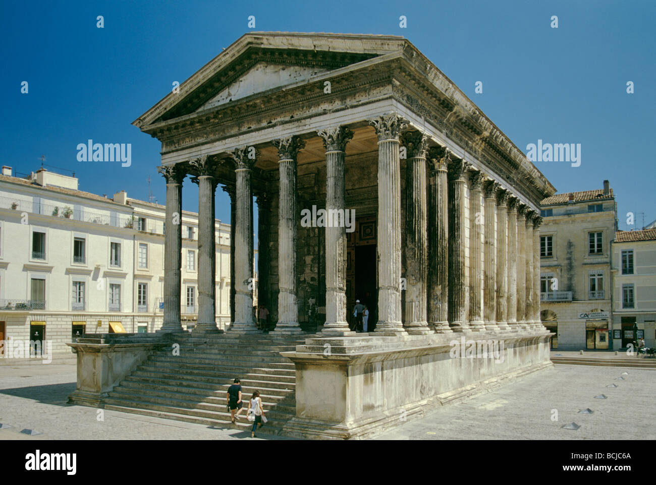 maison carree square house roman temple at nimes in