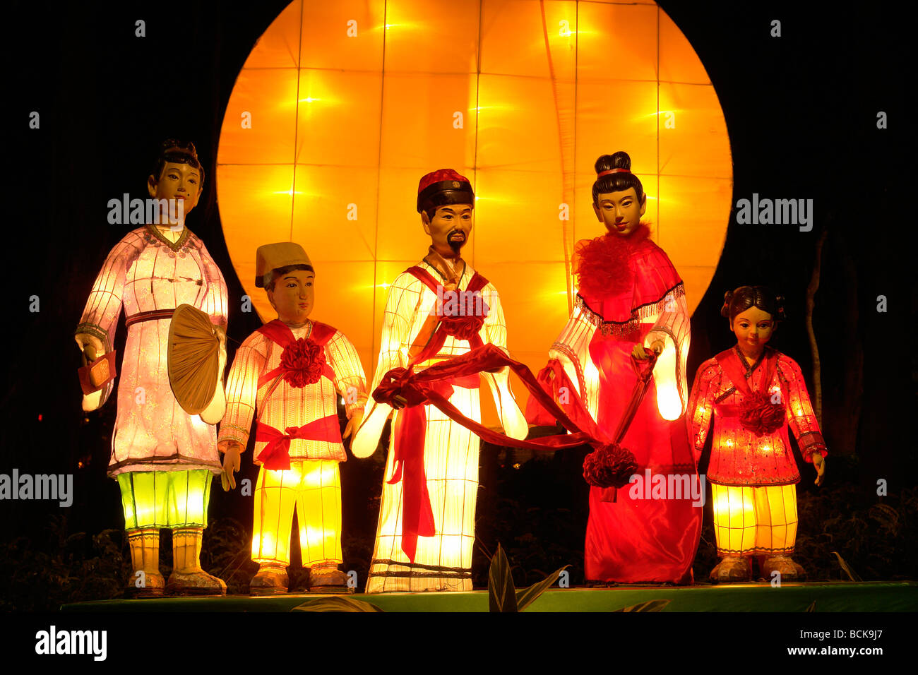 mooncake festival essays An introduction to mid-autumn festival in philippines, including celebrations in manila's chinatown and popular activities there.