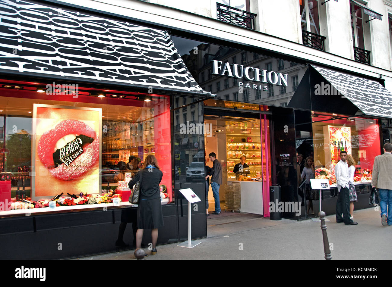 Fauchon france paris luxury food store delicacies place de for Showroom cuisine paris