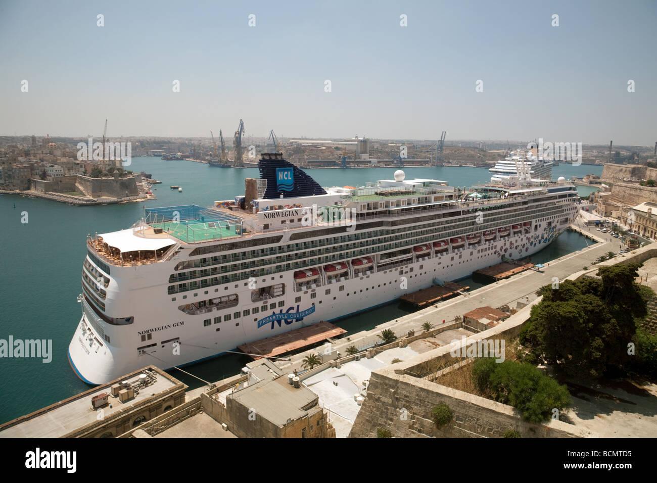 The Norwegian Cruise Line Cruise Ship Norwegian Gem In The Grand - Norwegian gem cruise ship