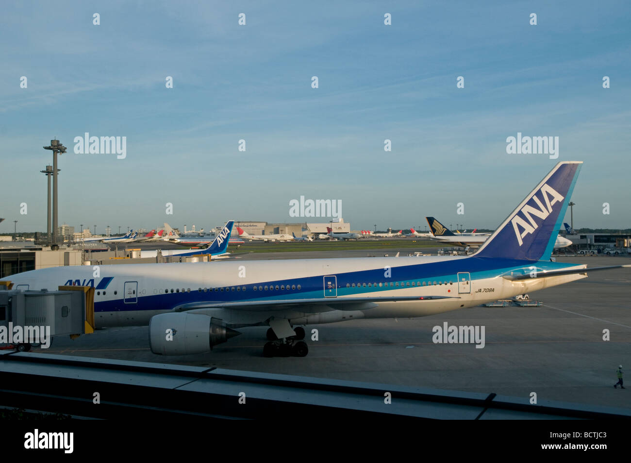 narita airplane stock photos u0026 narita airplane stock images alamy