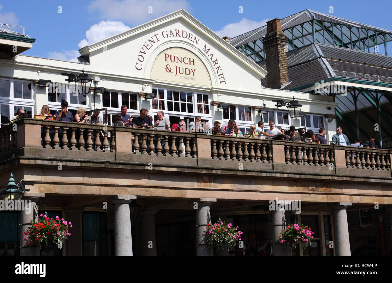 The punch judy balcony bar covent garden london for The balcony restaurant