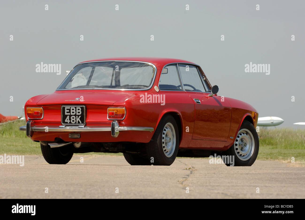 Alfa romeo 1750 gtv car classics - Alfa Romeo Gtv 1750 Coupe Classic Red Italian Sports Car 1972