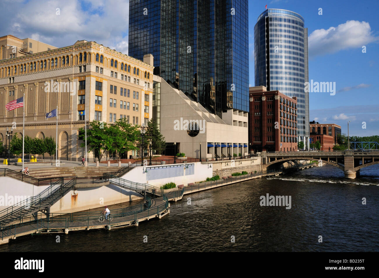 Rooms: Part Of Grand Rapids Riverwalk The Amway Grand Plaza Hotel