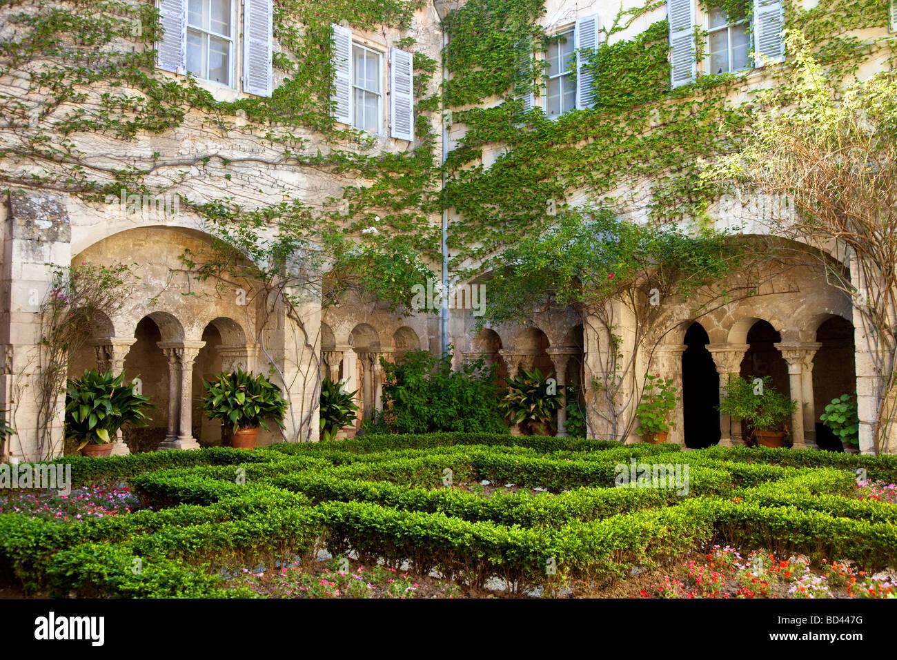 Van gogh asylum st remy de provence france stock photo for Entretien jardin st remy de provence