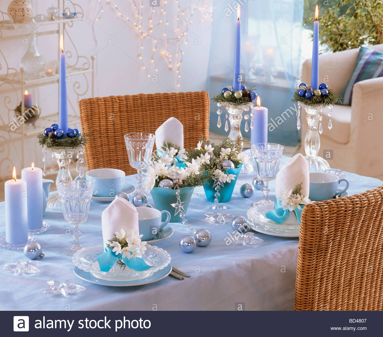 Blue white christmas table decorations with tazetta White christmas centerpieces