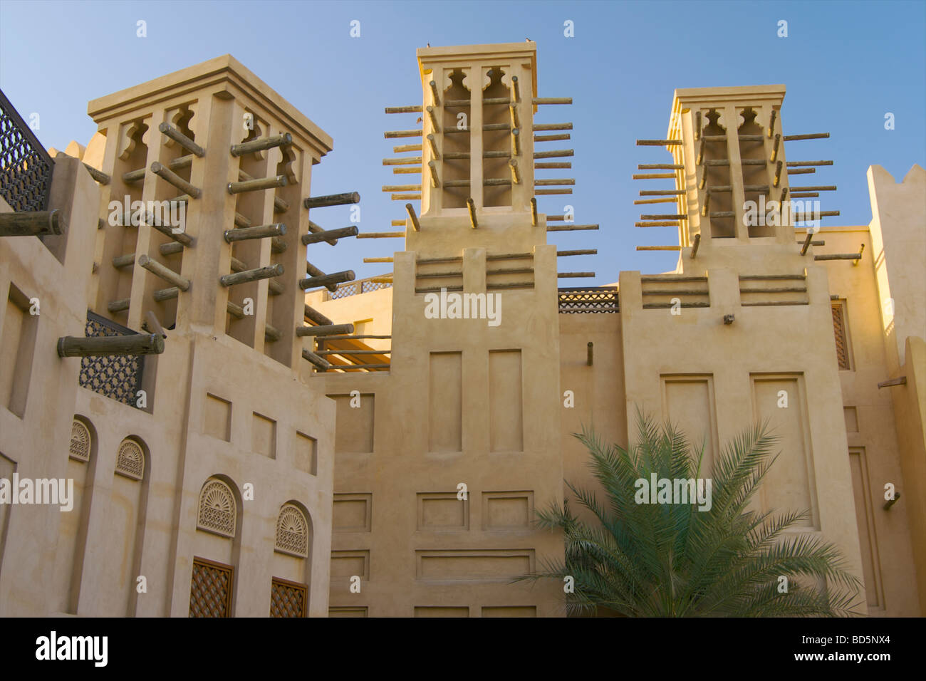 Arabic architecture at the madinat jumeirah luxury resort for Architecture arabe