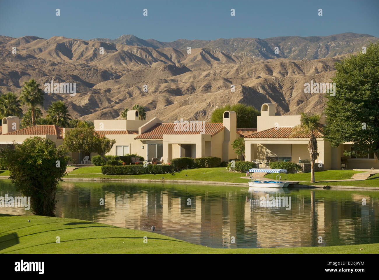 Lakeside homes in gated community in la quinta indian for Lakeside home