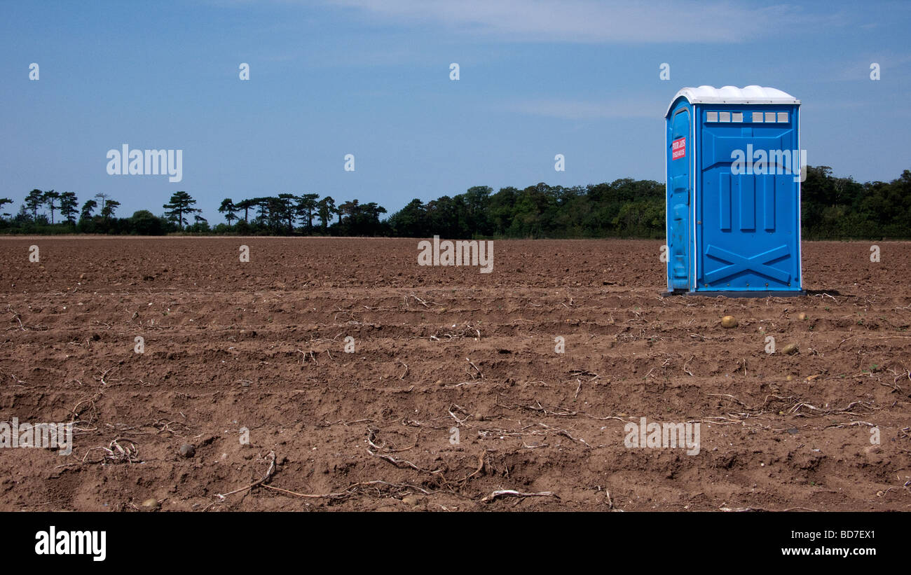 How to Use a Portable Toilet During a Race