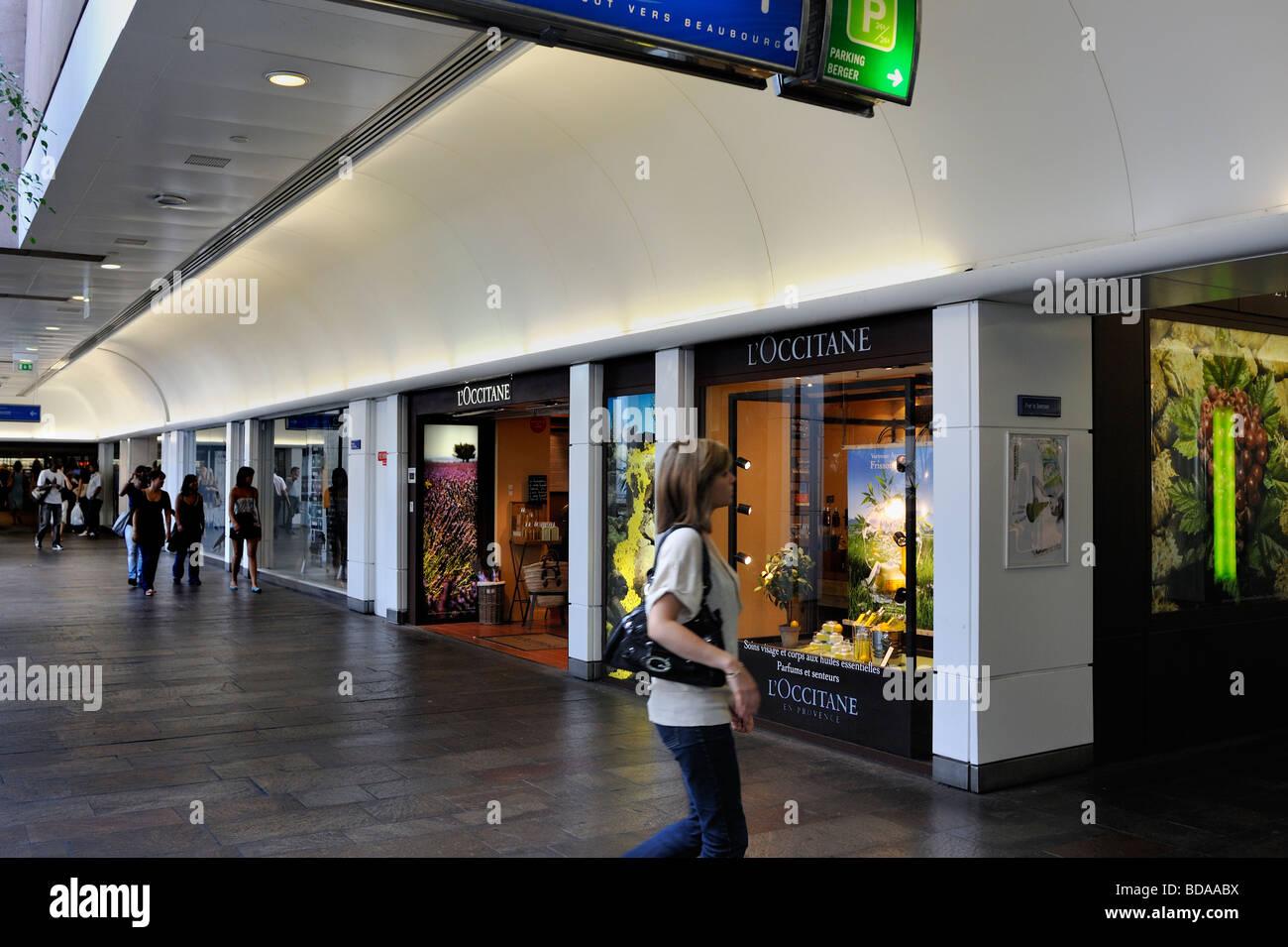 paris france woman shopping pedestrian area at les halles le stock photo royalty free. Black Bedroom Furniture Sets. Home Design Ideas