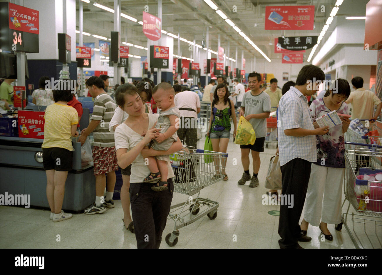 Chinese customers shopping at a Wal-Mart supermarket in ...