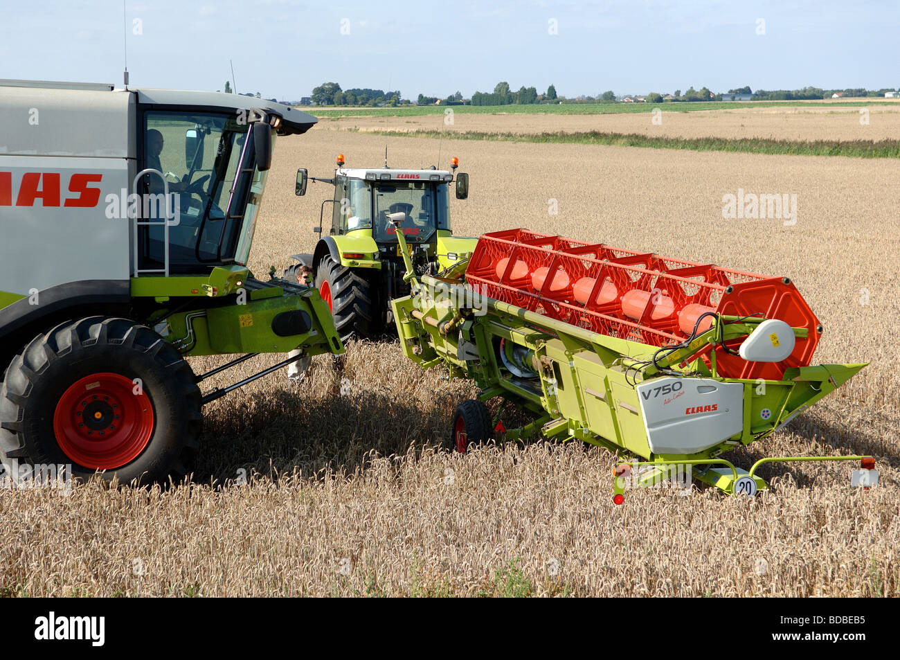 claas combine harvester fitting cutter table to machine. Black Bedroom Furniture Sets. Home Design Ideas