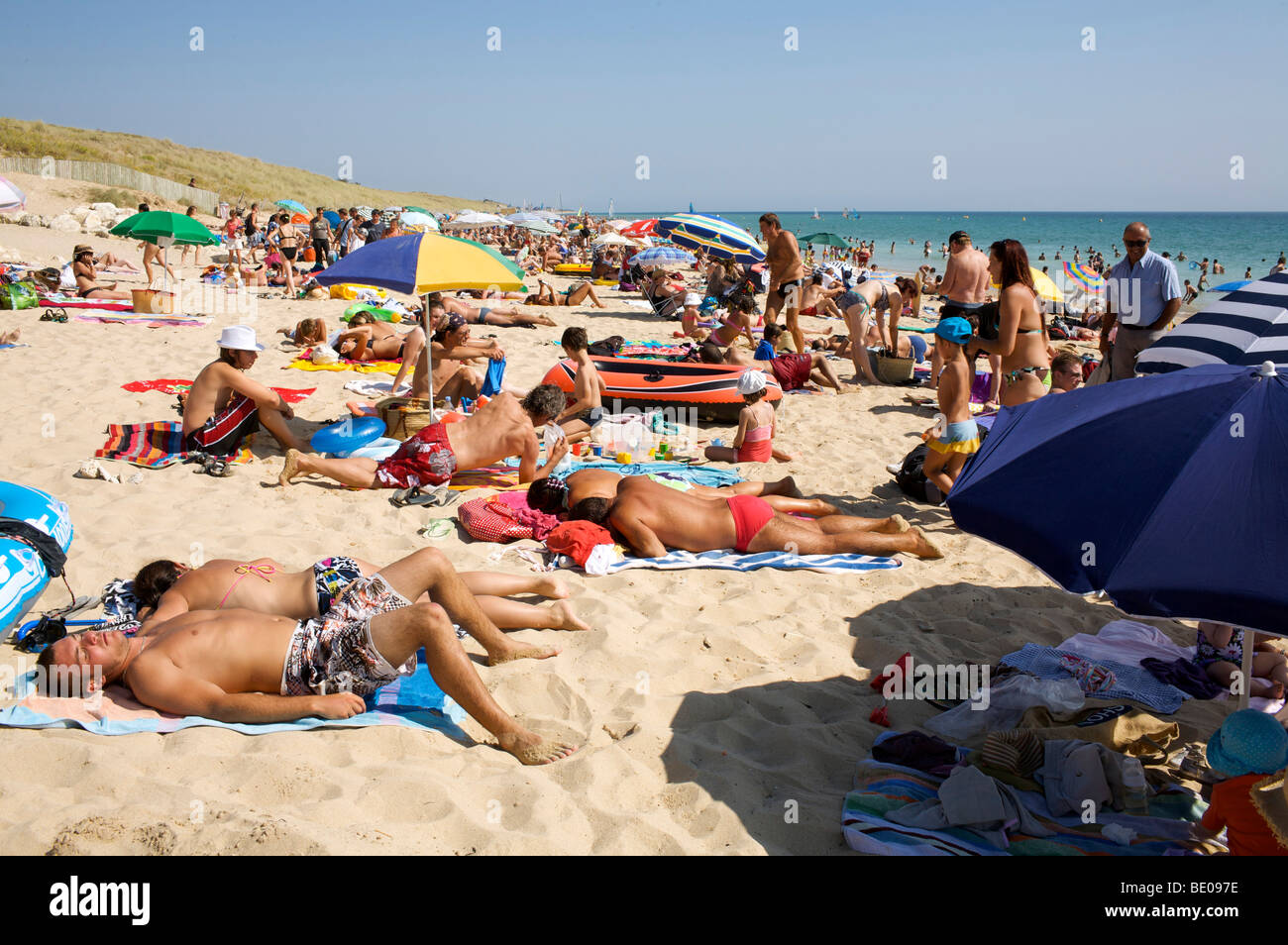 crowded beach Le Bois Plage ile de re France Stock Photo, Royalty Free Image 25822818 Alamy # Ile De Ré Bois Plage