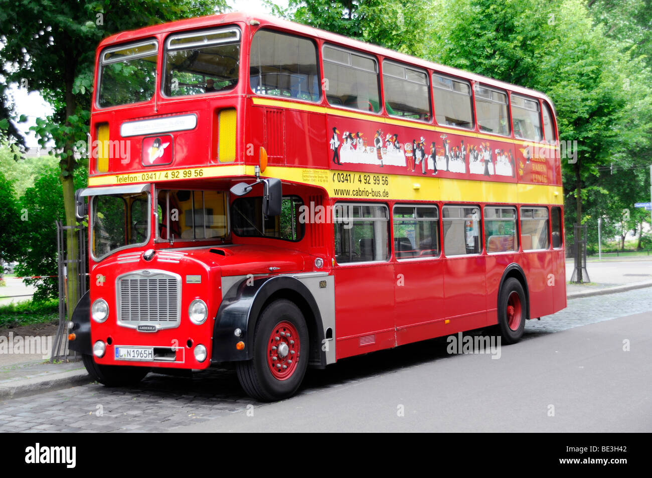 english bus routemaster sightseeing tours leipzig saxony stockfoto lizenzfreies bild. Black Bedroom Furniture Sets. Home Design Ideas