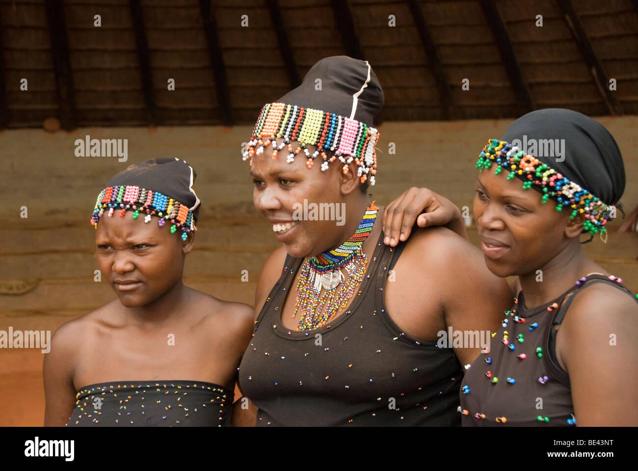 Zulu traditional dress in zulu kraal kwazulu natal - Zulu Maidens In Traditional Dress At Phezulu Safari Park In The Valley Of A Thousand Hills