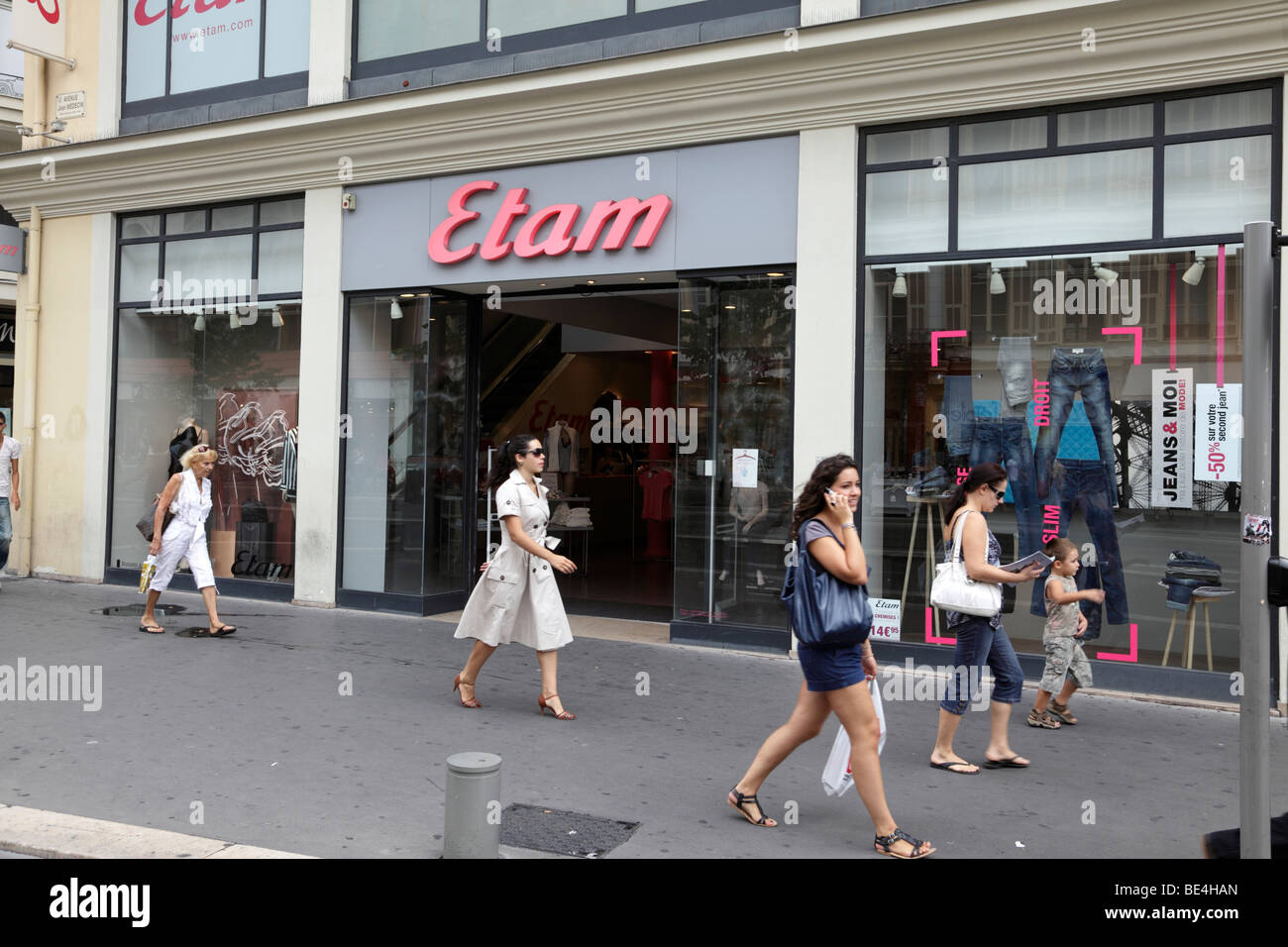 Etam Lingerie online store. If you are a modern persona and online shopping is no problem for you, or you just don't want to run around shops, you will certainly appreciate to buy Etam Lingerie products in an online store.
