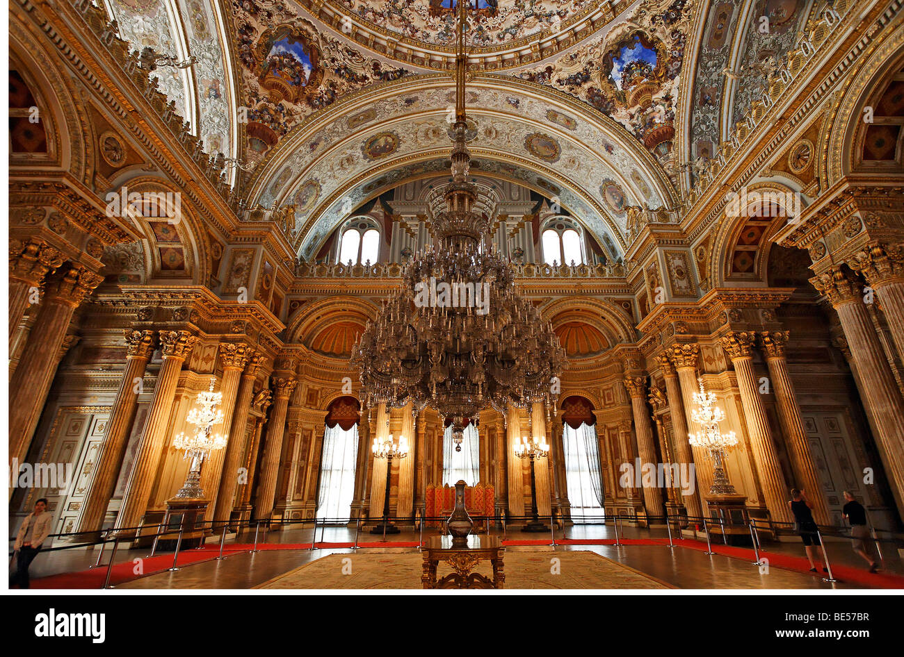 Ceremonial hall with enormous chandelier, Dolmabahce ... |Dolmabahce Palace Chandelier