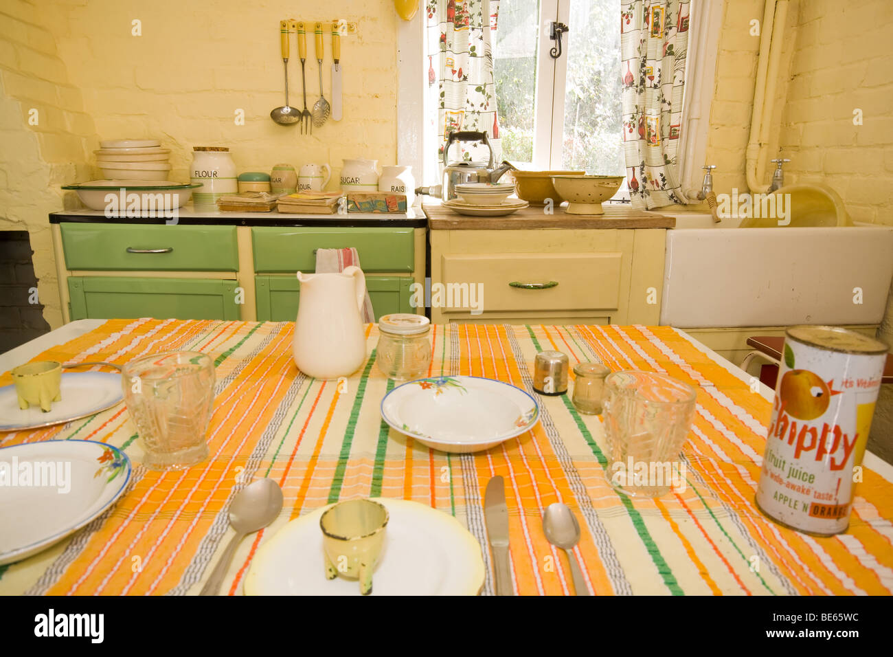 1950S Kitchen 1950S Kitchen Stock Photos & 1950S Kitchen Stock Images  Alamy