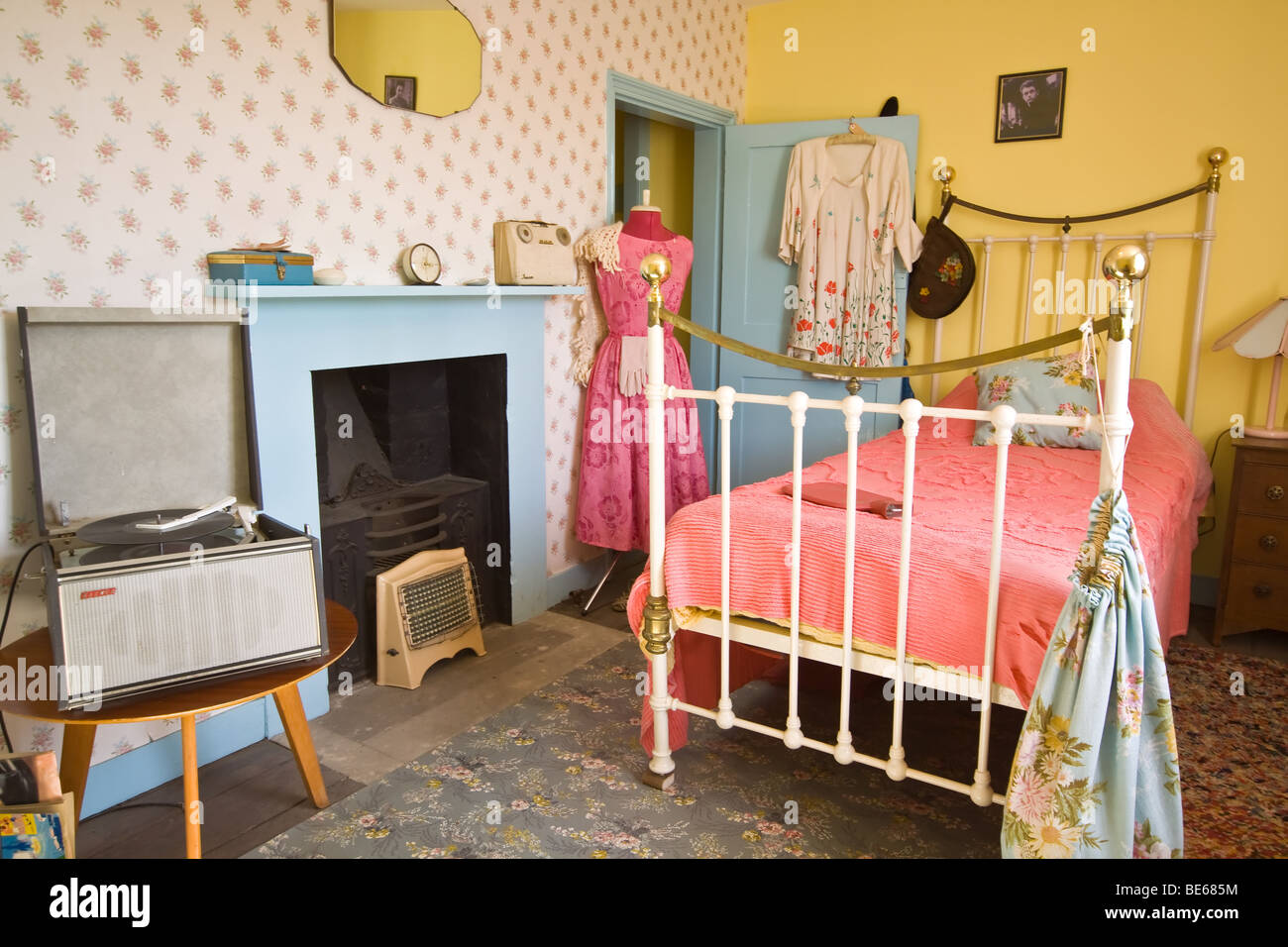 1950 39 s teenage girls bedroom stock photo royalty free for 1950 bedroom ideas