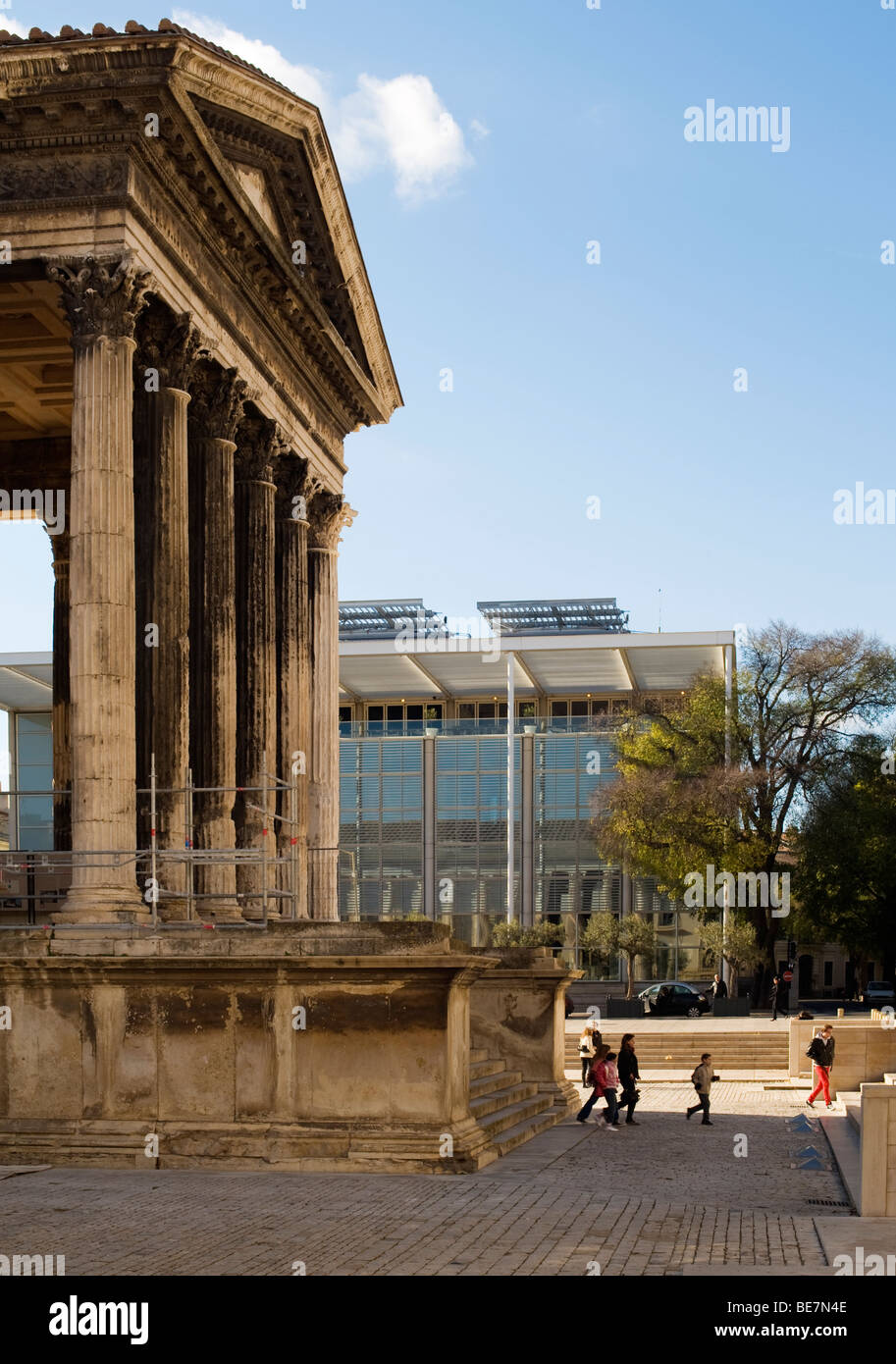 Maison carree an ancient roman temple in nimes france - Maison carree nimes ...