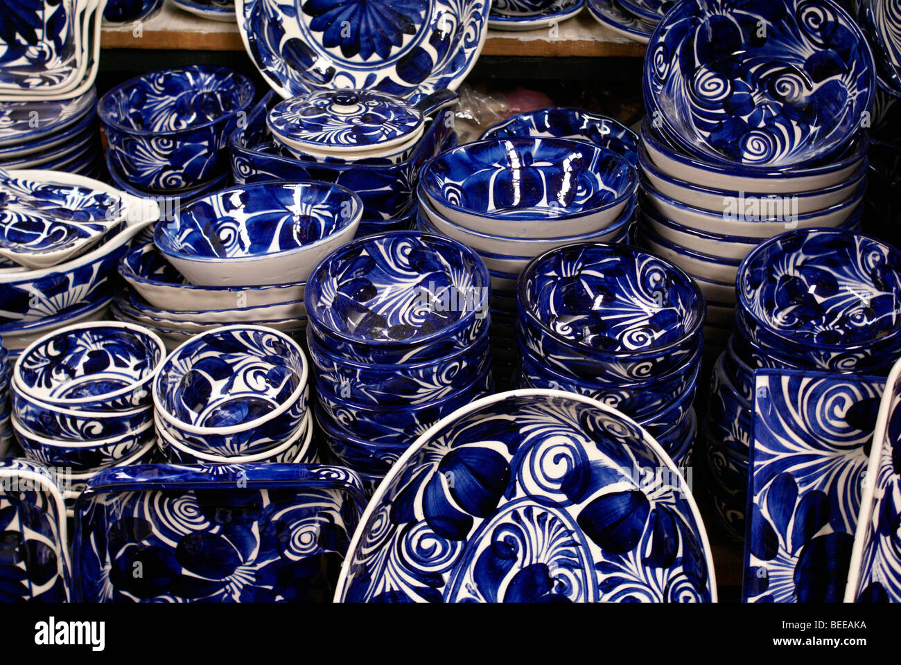 Blue and white pottery - Blue And White Pottery From Dolores Hidalgo For Sale In The Market In San Miguel De