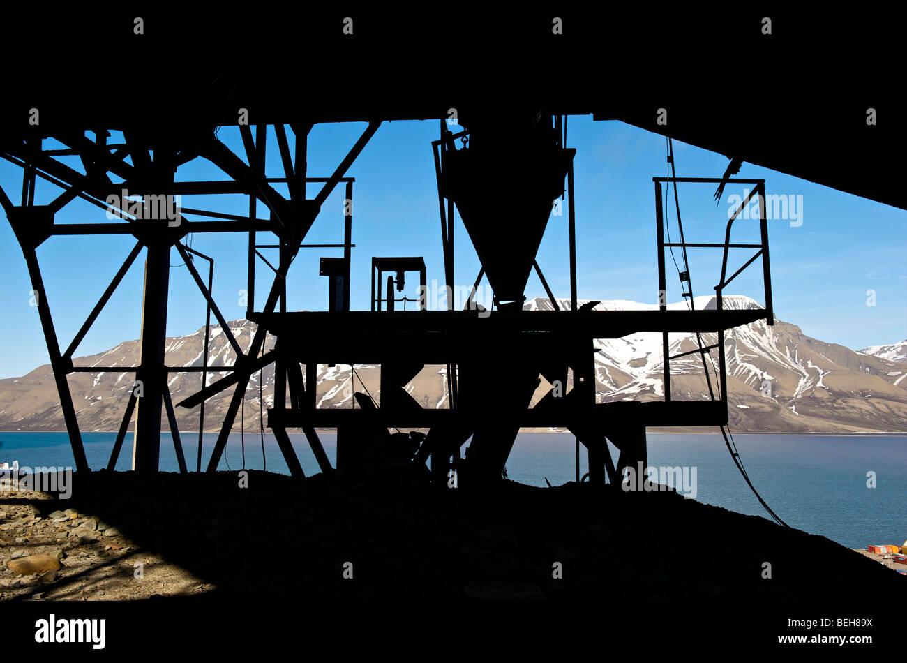 spitsbergen-svalbard-longyearbyen-remain
