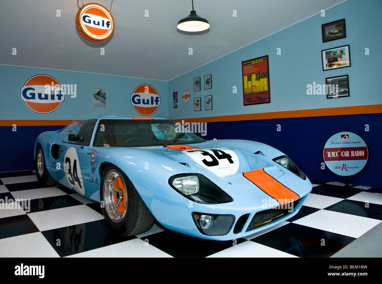 1960 39 s gulf ford gt40 garage scene recreation at goodwood for Garage ford le creusot