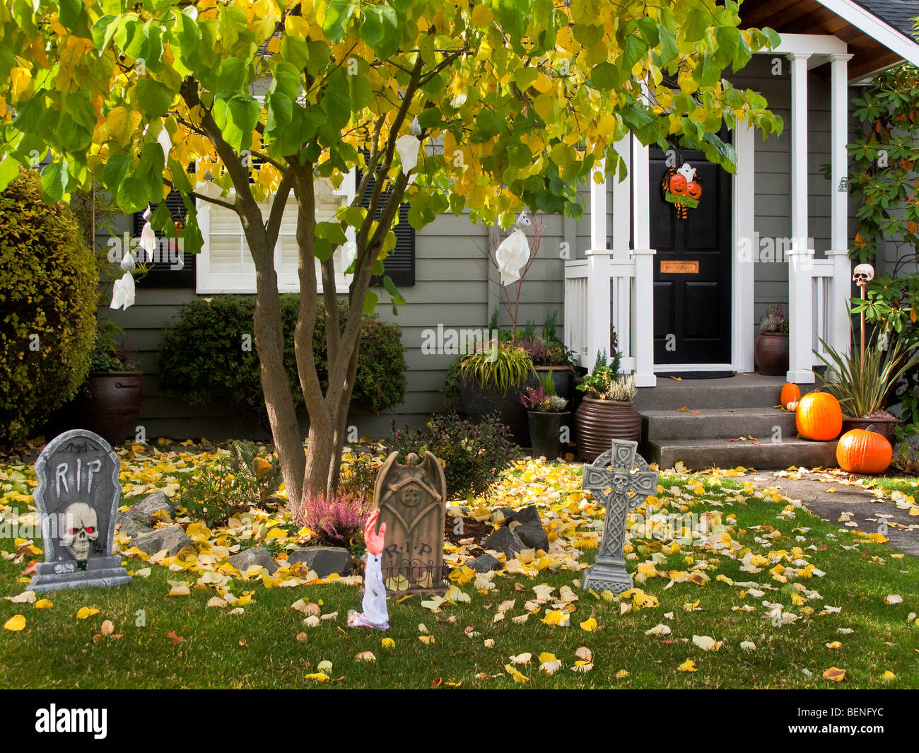 Cheap halloween yard decorations - Affordable Halloween Decorations Front Yard Of House Seattle Washington Stock Image With House Halloween Decorations