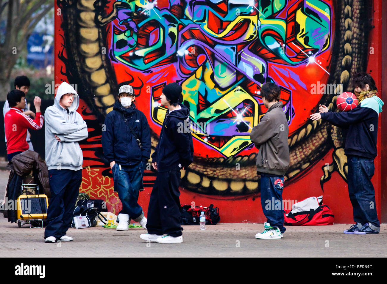 Graffiti wall tokyo -  Young People Hanging Out In Front Of Graffiti In Yoyogi Park Tokyo Japan