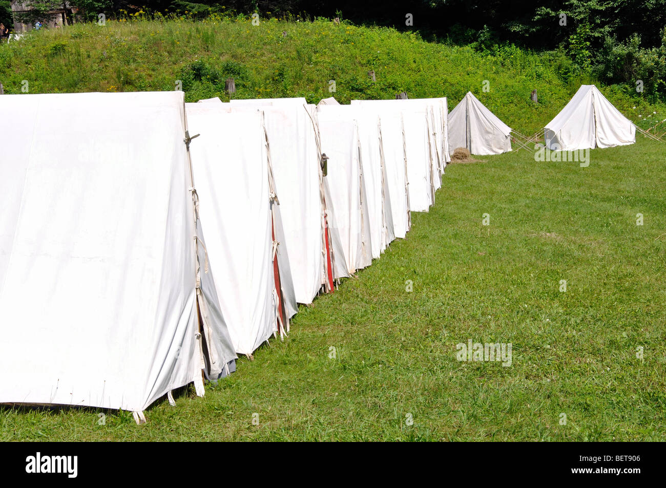 Old U.S. army tent c& during American Revolutionary War & Old U.S. army tent camp during American Revolutionary War Stock ...