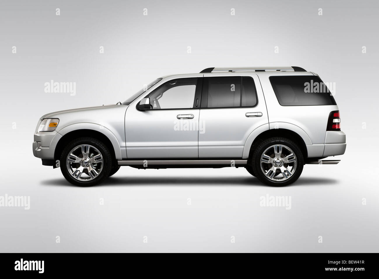 2010 ford explorer limited in silver drivers side profile stock image