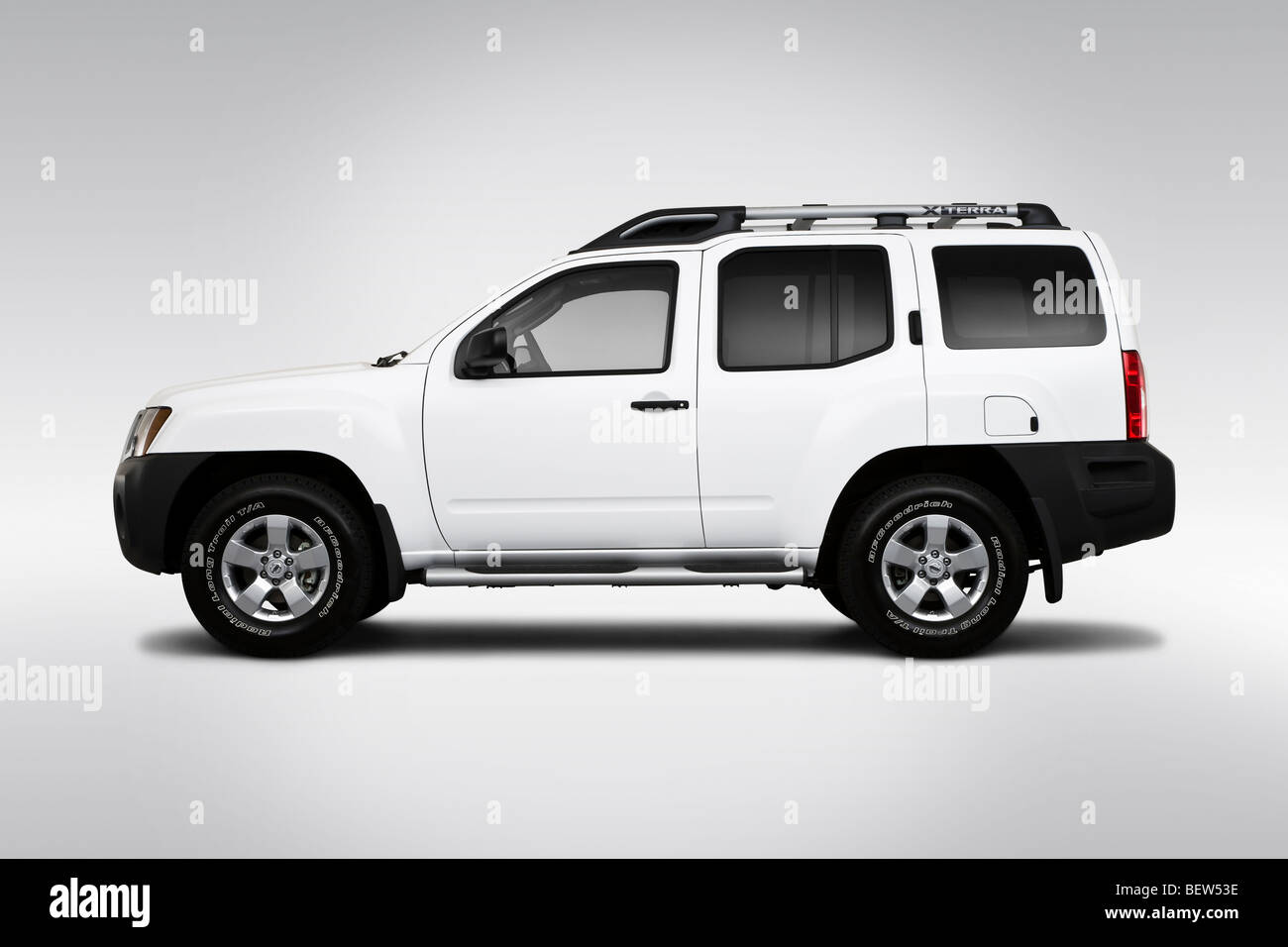 2010 nissan xterra s in white - drivers side profile stock photo