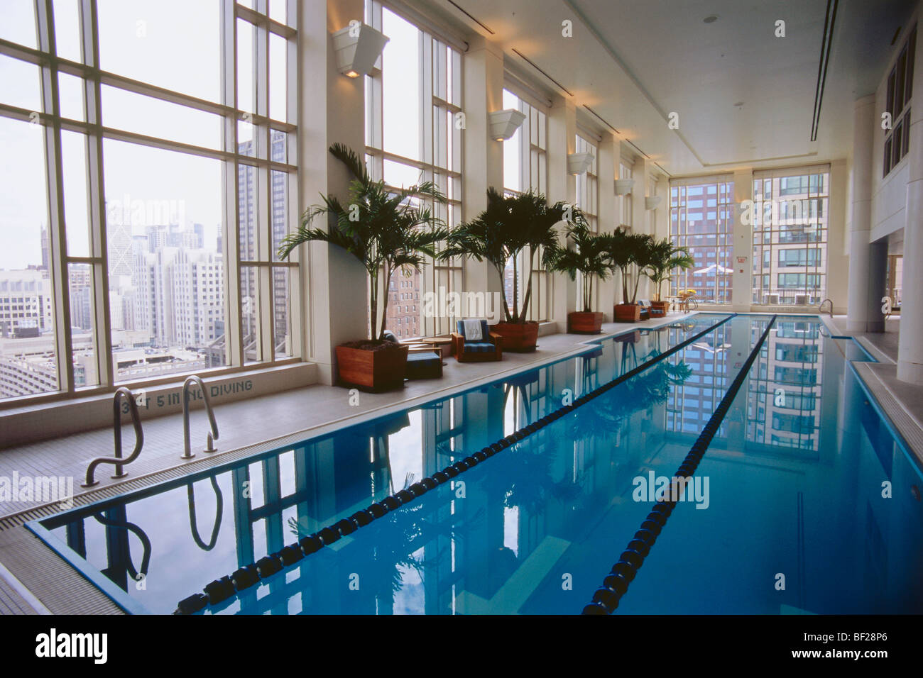 Pool and spa area at hotel peninsula chicago illinois for Chicago area spa resorts