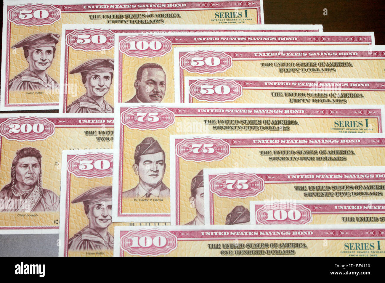 i want to buy a paper savings bond Like series ee savings bonds, you can purchase paper or electronic savings bond formats the maximum purchase is usd 10,000 per calendar year/social security number you may purchase up to usd 10,000 in electronic form.