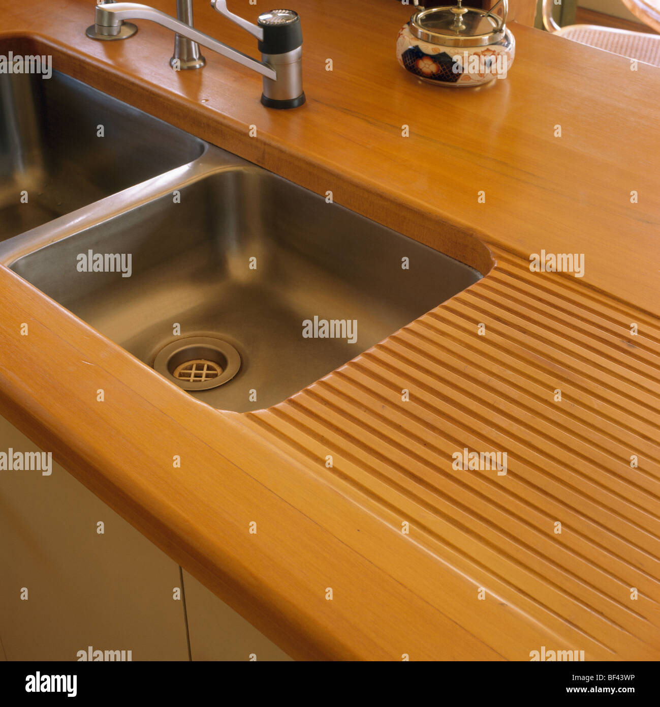 close-up of under-set stainless-steel double sink sand wooden