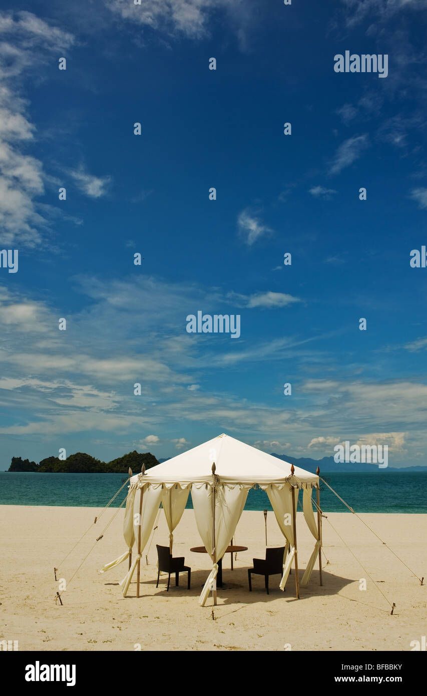 A tent on a deserted beach at Tanjung Rhu in Langkawi Malaysia & A tent on a deserted beach at Tanjung Rhu in Langkawi Malaysia ...