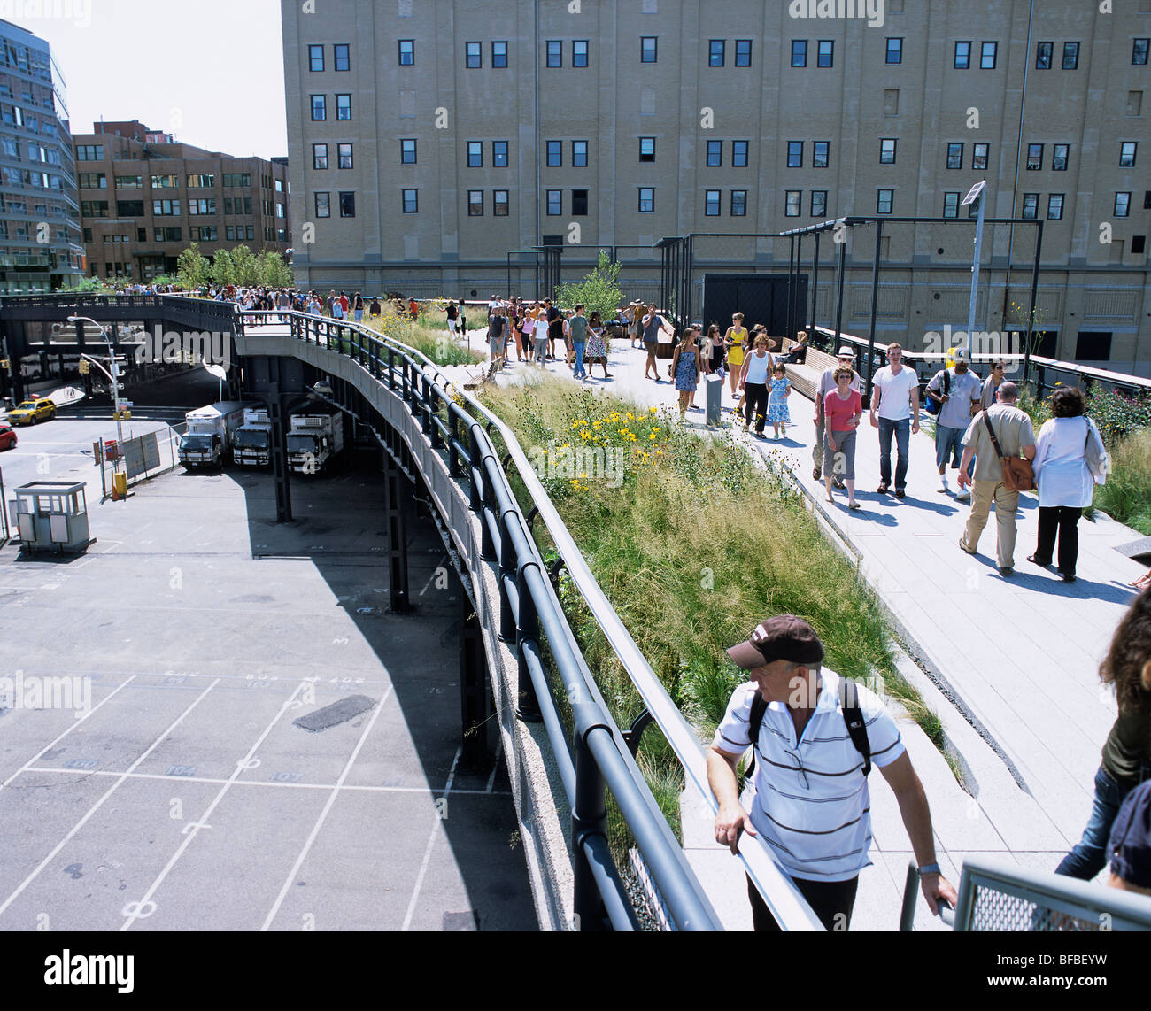 View of the high line new york city a disused elevated for New york city highline