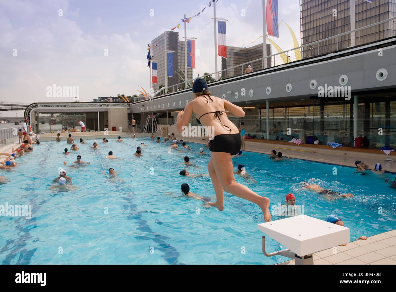 Piscine josephine baker floating swimming pool in the seine paris stock photo royalty free for Piscine josephine baker