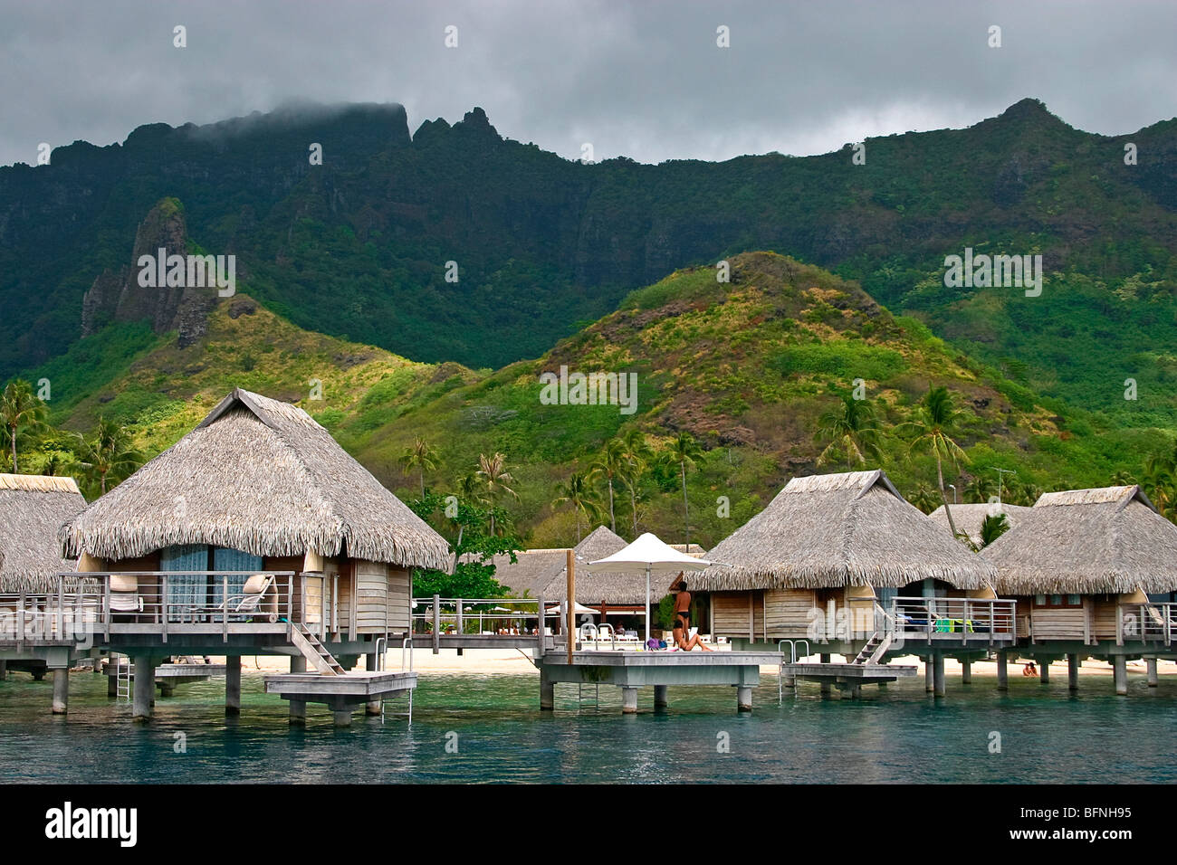 Attrayant Palm Thatch Cabins Over The Water, Moorea Pearl Resort, Moorea, Tahiti