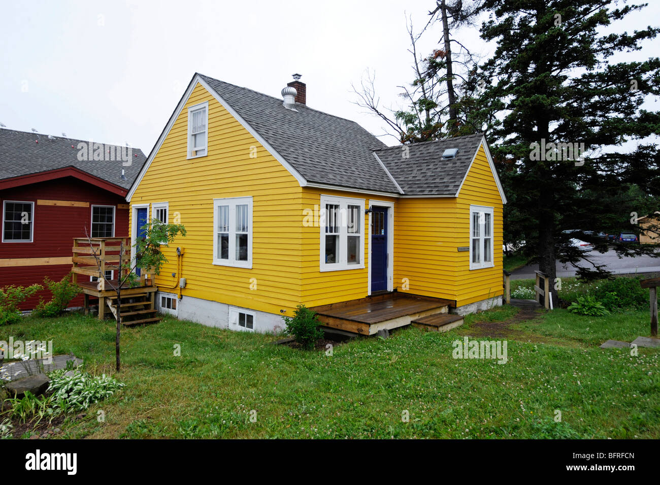 Bright yellow house in grand marais minnesota along lake for Right house