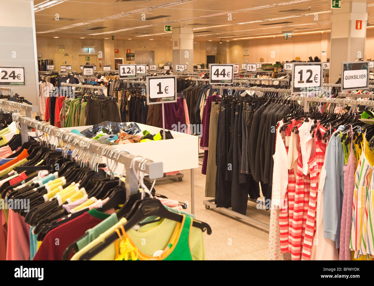 bargain clothing for sale in supercor outlet of el corte