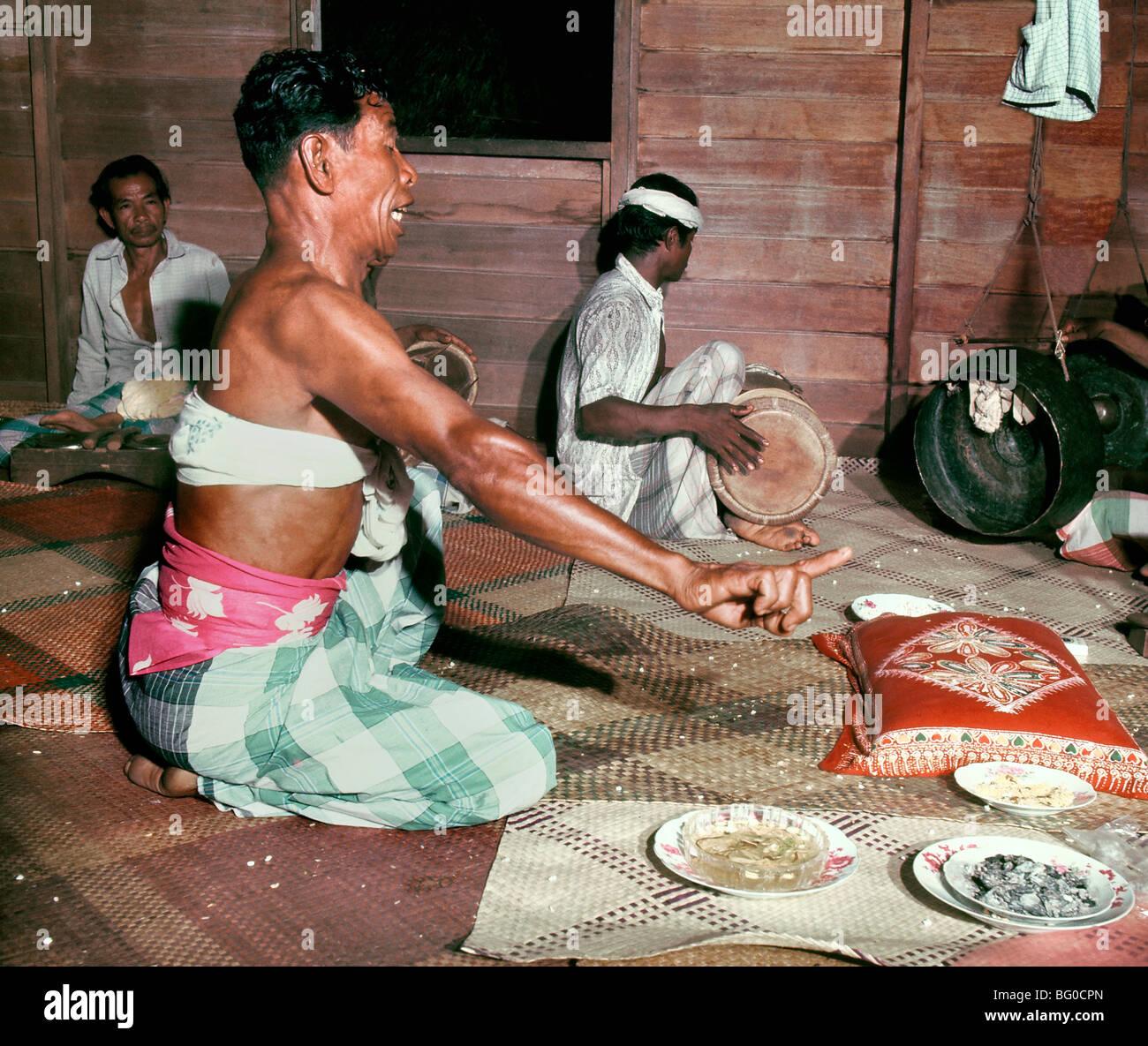 folk-medicine-practitioner-bomoh-malaysi