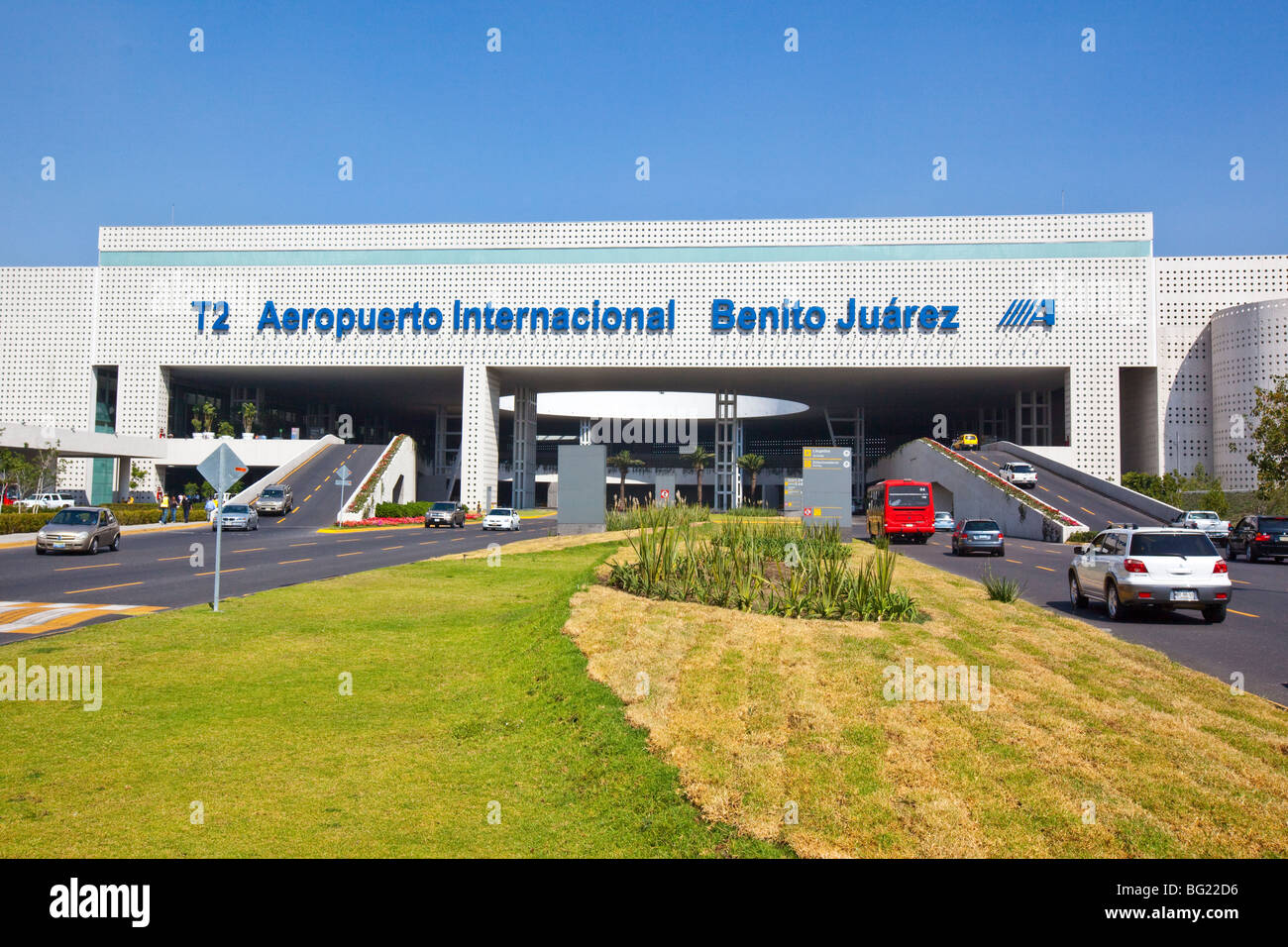 how to get from df to benito juarez airport