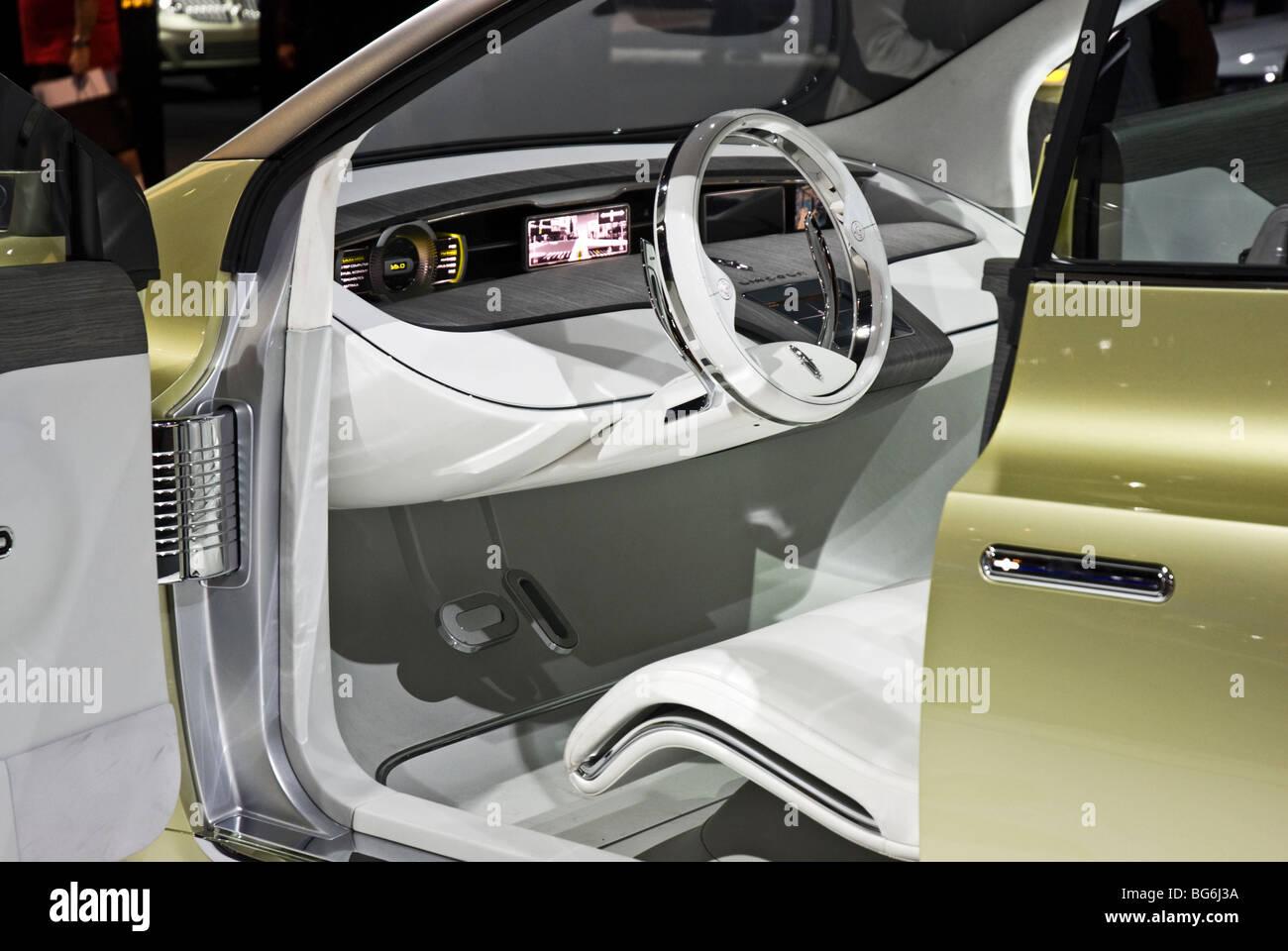 http://c8.alamy.com/comp/BG6J3A/the-lincoln-c-concept-car-at-the-2009-la-auto-show-in-the-los-angeles-BG6J3A.jpg