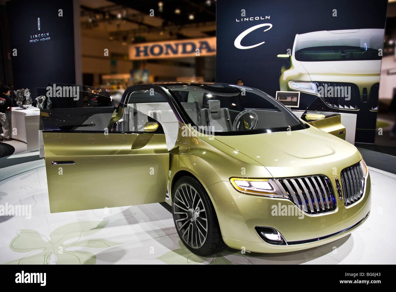 http://c8.alamy.com/comp/BG6J43/the-lincoln-c-concept-car-at-the-2009-la-auto-show-in-the-los-angeles-BG6J43.jpg